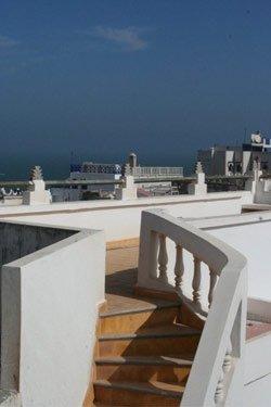 Terrasse mit Meerblick in einem Hotel in Essaouira / Marokko