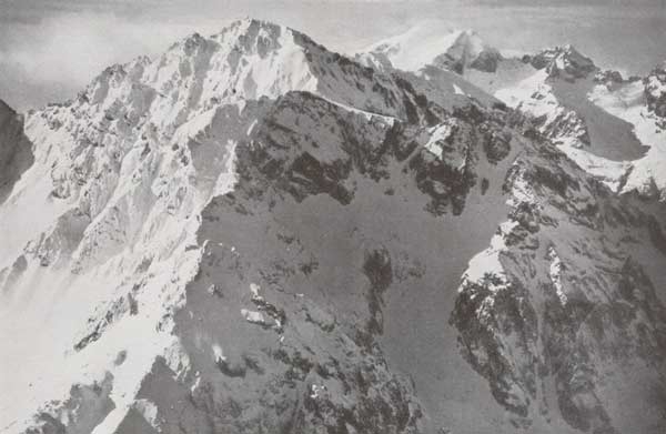 historisches Luftaufnahme vom höchsten Berg Nordafrikas, Djebel Toubkal, im Winter