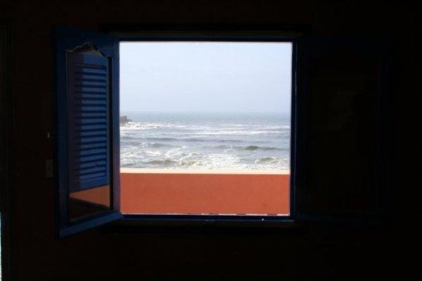 Blick aus einem Hotelzimmer direkt am Atlantik in Marokko