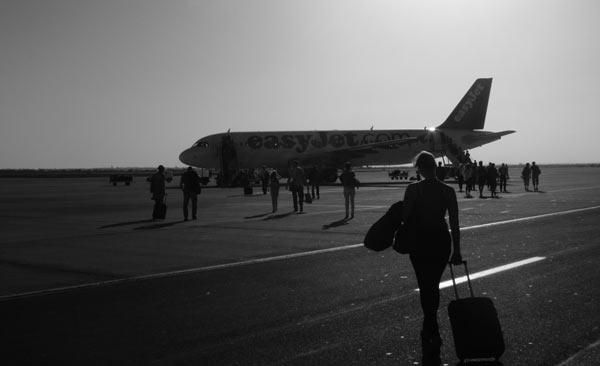 Flugzeug von Easy Jet auf dem Flughafen in Agadir