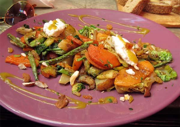 Essen im Earth Cafe Marrakesch, Marokko