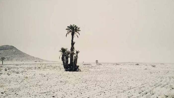 Schnee in der Wüste Marokko