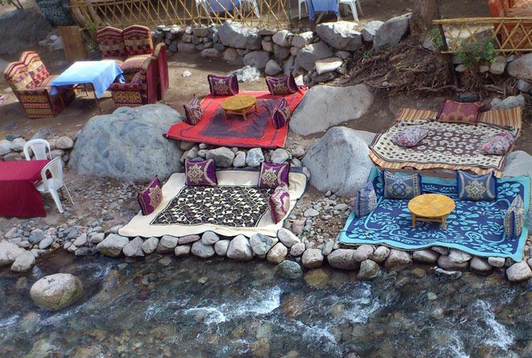 Das Dorf Setti Fatma wird durch einen Fluss geteilt